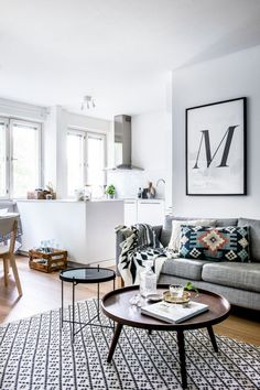 You should know by now how much I dig a white wall, a stainless steel oven hood and Kilim textiles in the living room. New obsession is ROUND and MULTIPLE coffee tables. Look out for this trend.