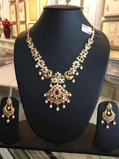 Gold Short Necklace From Bhavani Jewellers ~ South India Jewels Gold Bridal Earrings, Bridal Jewelry, Tikka Jewelry, Temple Jewellery, Indian Jewelry, Jewelery, Short Necklace, Necklace Set, Gold Necklace
