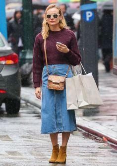 Use saia jeans com suéter