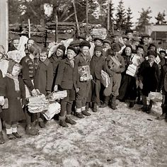 The resident left the children and young people took part in talkootoimintaan. Continuation of the war were held during the national youth voluntary work, which of all year olds were expected to attend Nostalgia, Pula, Working Class, Life Photo, Helsinki, Finland, Wwii, The Past, History