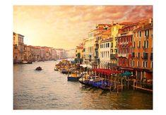 Przenosimy się do pięknej Wenecji! Fototapeta 3D przedstawiająca piękne i malownicze miasto we Włoszech to idealny pomysł na wypełnienie pustych przestrzeni, czy to w naszym domu, czy np. w biurze, albo restauracji. Fototapeta z motywem pięknej Wenecji o zachodzie słońca nada pomieszczeniu niesamowitego włoskiego klimatu. Nasze fototapety posiadają ochronę UV – kolory nie blakną, nawet przy długiej ekspozycji na słońcu.