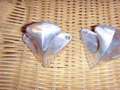 Paire de patères en aluminium 1950 Sunglasses Case, Vintage Gifts, Vintage Christmas, Gift Ideas