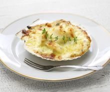 Coquilles Saint Jacques – Julia Child Recipes Julia Child's classic recipe for Coquilles Saint Jacques – a luscious seafood appetizer made of scallops gratinéed with wine, garlic and herbs. Appetizers For A Crowd, Seafood Appetizers, Appetizer Recipes, Fish Recipes, Seafood Recipes, Cooking Recipes, Cooking Fish, Cooking Turkey, Julia Childs