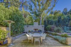 Midcentury Post and Beam In Fryman Canyon. From midcentury modern to prefab housing and renovations, these stylish spaces suit every taste. Oak Hardwood Flooring, Terrazzo Flooring, Outdoor Dining, Outdoor Decor, Post And Beam, Backyard, Patio, Level Homes, Studio City