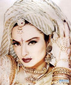 Rekha: Bollywood Actress. Love the way the scarf is wrapped.