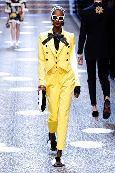 A Dolce & Gabbana convidou 148 pessoas, entre clientes, modelos e amigos da marca, pra integrar o casting do seu desfile de outono-inverno 2017/18  na Semana de Moda de Milão.