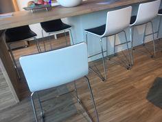 Stond bij Brugman keukens Zaandam. Licht goedkoop spul maar wel stevig door vorm poot. Goede hoogte voor aanrecht.