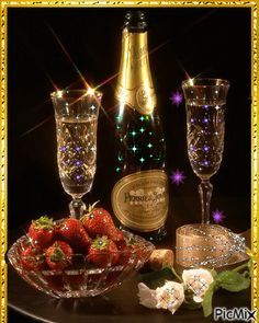 CHAMPAGNE And STRAWBERRIES ♚★Enchanted Evening♚★ ( before dropping a Strawberry in your glass, poke several small holes in it. By the time you've finished your drink, the Strawberry has soaked up the Champagne and TASTES AMAZING! Champagne Moet, Champagne Glasses, Strawberry Champagne, Nouvel An, New Years Eve Party, Wines, Party Time, Happy Birthday, Birthday Wishes