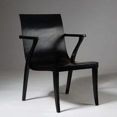 Another gem from our update today - this chair was designed by Alvar Aalto for Oy Huonekalu-ja Rakennustyötehdas Ab, Finland.