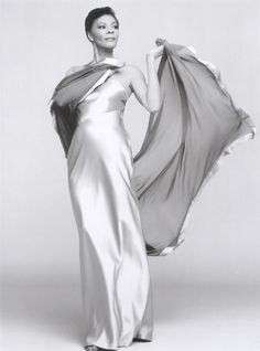 Dionne Warwick, graceful and ever so elegant. Love her. Grew up listening to her thanks to my mum. She is an inspiration