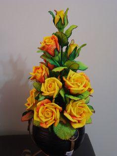Multiflores - galeria de fotos - M U L T I F L O R E S Crochet Flower Patterns, Crochet Flowers, Beautiful Rose Flowers, Crochet Mat, Flower Crafts, Flower Making, Paper Flowers, Floral Arrangements, Fondant