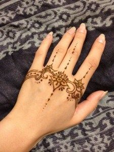 Contoh Henna Di Tangan Yang Simple