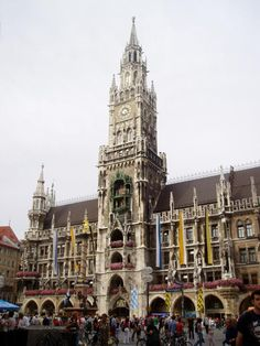 Munich For Free: The Munich Glockenspiel