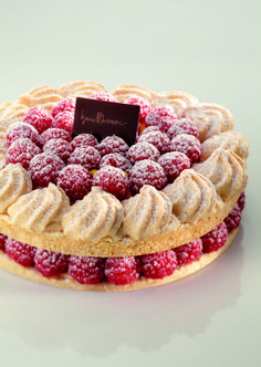 Almond and raspberry meringue
