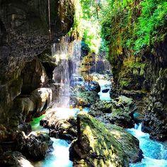 Green Canyon Cukang Taneuh menyimpan pesona alam unik di daerah #karst #indonesia #greencanyon #pangandaran #java #exploreindonesia #explore #goexplore #bodyrafting #river #piknik #adventure #tropical #wisata #cukangtaneuh #river #travelling #lanscape #khatulistiwa