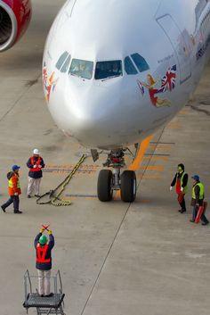 Virgin Atlantic being marshaled into its parking spot Plane Design, Airplane Photography, Jumbo Jet, Virgin Atlantic, Civil Aviation, Jet Plane, Flight Attendant, Public Transport, Military Aircraft