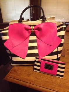 I love my Betsy Johnson pink bow purse and wallet. To adorable. #betsyjohnson