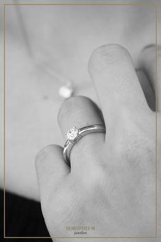 Weißgold, white gold, engagement ring, engagement, Verlobung, Verlobungsring, ring, schmuck, jewellery, love, liebe, hochzeit, wedding, antrag, proposal, brillant, brilliant, verlobt, photography, fotografie, schwarz weiß, black and white, romantisch, romantic
