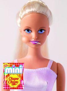 Barbie Print Ads for Mini Chupa Chups Creative Advertising, Advertising Design, Ads Creative, Barbie Et Ken, Bad Barbie, Funny Commercials, Funny Ads, Advertising Campaign, Marketing And Advertising
