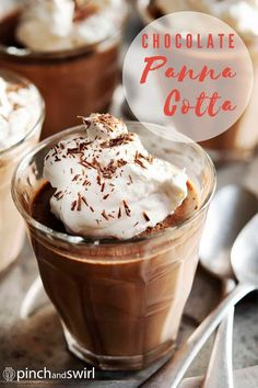 A super easy recipe for dark Chocolate Panna Cotta! A chocolatey twist on the classic Italian dessert! Lighten it up by making with milk instead of cream or go dairy free using coconut or nut milk! Impressive Desserts, Easy Desserts, Dessert Recipes, Chocolate Panna Cotta, Chocolate Shavings, Easy Summer Meals, Healthy Summer Recipes, Best Chocolate, Chocolate Recipes