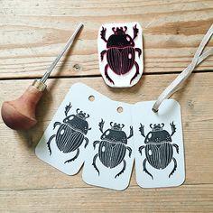 chic beetle stamp - really good motif for Linol! Stamp Printing, Printing On Fabric, Screen Printing, Lino Art, Linoleum Block Printing, Stamp Carving, Handmade Stamps, Linoprint, Chalk Art