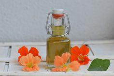 Bistro32: TINKTURA Z LICHOŘEŘIŠNICE Glass Vase, Perfume Bottles, Decor, Decoration, Perfume Bottle, Decorating, Deco