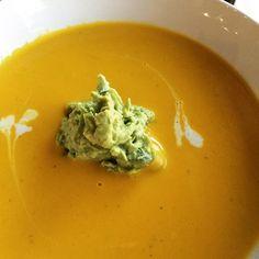 The best Homemade Pumpkin Soup recipe!