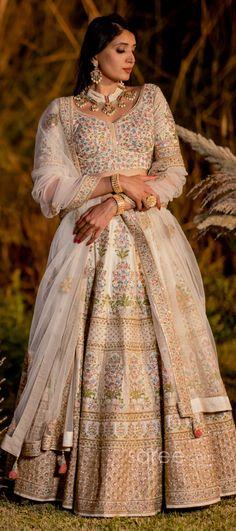 Designer Bridal Lehenga, Bridal Lehenga Choli, Gowns For Girls, Girls Dresses, Lehenga Choli Online, Indian Embroidery, Indian Attire, Woman Style, Coffee Shops
