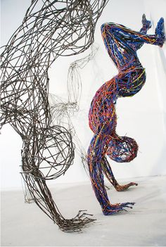 Rabczky playfully molds strips of wire cables together to create her series of energetic human figures. She welds the colo Line Sculpture, Wire Art Sculpture, Human Sculpture, Outdoor Sculpture, Abstract Sculpture, Art Sculptures, Gay Art, Wedding Art, Mural Art
