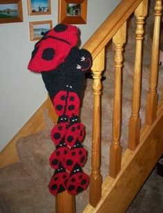 Crochet Ladybug, Beret and Scarf Set . Free tutorial with pictures on how to make a beret in under 180 minutes by crocheting with yarn, yarn, and yarn. How To posted by cats-rockin-crochet. Crochet For Kids, Crochet Baby, Free Crochet, Crochet Children, Crochet Toddler, Crochet Winter, Crochet Dolls, Crochet Toys Patterns, Stuffed Toys Patterns
