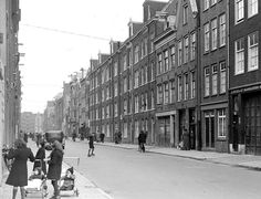 1941. A view of the Willemsstraat in the Jordaan neighborhood in Amsterdam seen in the direction of the Brouwersgracht. The Willemsstraat is a street and former canal located between the Brouwersgracht and Lijnbaansgracht. Before the Willemsstraat was filled in, in 1857, it was called the Goudsbloemgracht. The latter canal was constructed when, in 1612, the Brouwersgracht was dug. Photo Archief Gemeentelijke Dienst Volkshuisvesting. #amsterdam #1941 #Willemsstraat #Jordaan