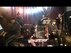 https://www.youtube.com/watch?v=MwL_gyhgrVM De la noche de nuestro Debut!