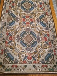 Just Cross Stitch, Needlepoint Designs, Blackwork, Cross Stitch Embroidery, Rugs On Carpet, Diy And Crafts, Floral Design, Bohemian Rug, Patches