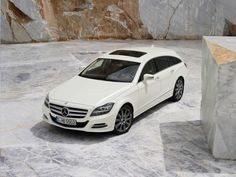Mercedes-Benz CLS Shooting Brake 2012 - Front Angle Top