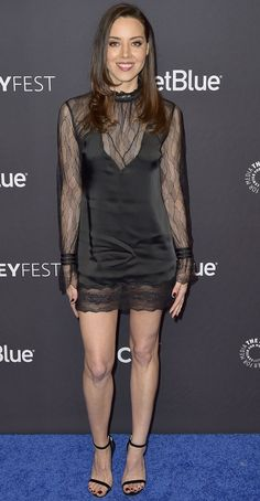 Aubrey Plaza showed off her veiny feet in Jimmy Choo sandals while walking on stage for the Parks and Recreation reunion panel during 2019 PaleyFest on Aubry Plaza, Look Star, Smart Outfit, Girls Rules, Hot Actresses, Fashion Models, Beautiful People, Sexy Women, Celebs
