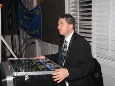Pascal attentif au déroulement de la soirée, prêt à partir la musique au moment convenu Pret, Moment, Music