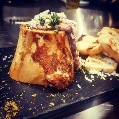 Paté de pollo hecho en casa Paté de pollo. Queso( grana padano). Perejil. Pan.