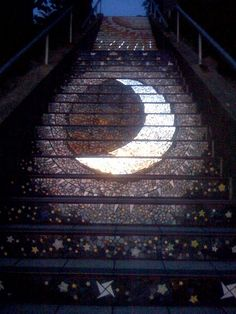 Moon mosaic Moraga Stairs, San Francisco This is so beautiful-ill def have to take a trip there!