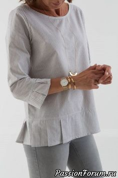 40 Ideas for sewing blouse mens shirt refashion - Men's style, accessories, mens fashion trends 2020 Sleeve Designs, Blouse Designs, Dress Patterns, Sewing Patterns, Umgestaltete Shirts, Sewing Blouses, Women's Blouses, Tunics, Shirt Refashion