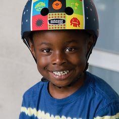 Naar buiten met de fiets, loopfiets, step? Zet steeds een veilige helm op! #fietsen #kinderhelm #helm #kinderen #blijfinuwkot  #loopfiets Step, Om, Hats, Fashion, Moda, Hat, Fashion Styles, Fashion Illustrations, Fashion Models