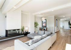Chimenea de diseño suspendida Design Ideas, Couch, Living Room, Furniture, Home Decor, Fireplace Set, Open Fireplace, Modern Fireplace, Fireplace Design