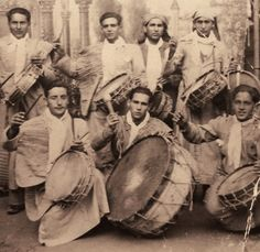 Esta fotografía de la tradición calandina de los tambores y bombos tiene más de 70 años, seguramente se tomó en los primeros años cuarenta del siglo pasado