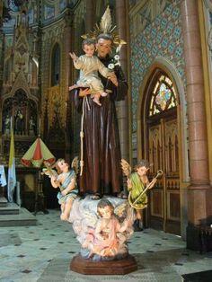 Imagem de Santo Antônio de Pádua do escultor Giacomo Scopoli, e restaurada em 2008 por Danilo Brás