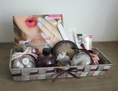 Mag autour du vernis super ! Sister Birthday, Birthdays, Basket, Gift Wrapping, Box, Gifts, Occasion, Sisters, Gift Boxes