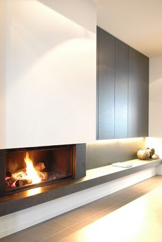 A modern minimalist fireplace Fireplace Tv Wall, Modern Fireplace, Fireplace Design, Fireplace Lighting, Minimalist Fireplace, Home Living Room, Living Room Designs, Home Interior Design, Family Room