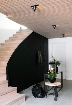 HALLWAY BEFORE AND AFTER Norway House, Feng Shui, Dere, Asian Decor, Living Styles, Ikea, Black Decor, Bedroom Styles, Dream Decor