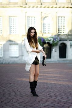 OUTFIT / OVERSIZED BLOUSE AND LEATHER SHORTS | COTTDS