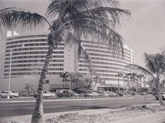 These vintage photos celebrate the anniversary of both Miami Beach and its hotspot, the Fontainebleau Hotel. International Style Architecture, Photo B, Hotel S, Beach Photos, Miami Beach, Vintage Travel, Vintage Photos, Street View, Exterior
