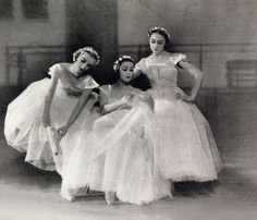 Ballet Russes (Such a pretty photo depicting some history of Russian ballet dancers....)