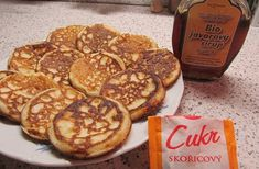 Kváskové kynuté lívanečky | Lívanečky.cz Sweet Recipes, Pancakes, French Toast, Food And Drink, Low Carb, Meat, Breakfast, Foods, Scrappy Quilts